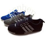 Pattini casuali della scarpa da tennis dei nuovi uomini popolari caldi arrivanti
