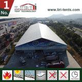 Barraca Salão da exposição com a extensão desobstruída larga de 40m para a feira profissional