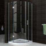 Cerco preto simples de canto 90 do chuveiro do vidro de deslizamento do banheiro