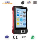 PC tenuto in mano PDA del ridurre in pani di Andorid con il sensore NFC dell'impronta digitale e lo scanner del codice a barre