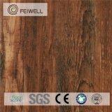 Le mattonelle di pavimento dell'interno antibatteriche del PVC gradicono il legno