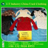 Verwendete Kleidung-Dame-Netz-Abnützung in den Ballen