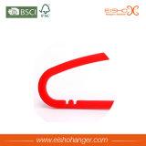 De Superieure Plastic Hanger van de rode Kleur met de Schouder niet van de Misstap