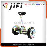 Selbst, der den Fahrzeug- mit zwei Rädernelektrischen Roller mit Qualitätsgarantie balanciert