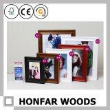 Marco de madera granoso de la foto de la decoración de escritorio