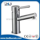 Faucets fixados na parede do banheiro do único punho do misturador do banho maria do cromo