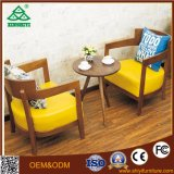 A mesa de centro e a cadeira de couro com projetos de madeira da tabela de jantar usaram mesas de centro para a venda