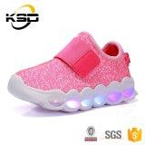 最新の熱い販売の方法LED党は子供のためのフラッシュスニーカーの偶然靴のクリスマスのギフトに蹄鉄を打つ