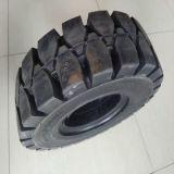 미끄럼 수송아지 로더 트럭을%s Puyi OEM 단단한 타이어 5.00-8
