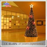 Árvore de Natal artificial ao ar livre clara decorativa do festival gigante