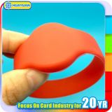 Wristbands del silicón RFID del HF 13.56MHz ISO14443A FM08 de la insignia de Cotom para los parques de atracciones