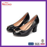 クリーム色のパテントPUの女性の方法靴
