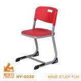 Tabela do estudo da escola preliminar e jogo da cadeira