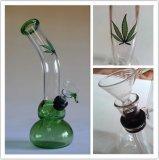 Mão que funde a tubulação de fumo de vidro da tubulação do vidro verde