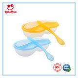 De plastic die Kom van de Baby met Lepel voor Pasgeborenen wordt geplaatst