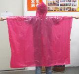 De roze PE PE van de Giften van de Reclame van de Poncho van de Regen In het groot Beschikbare Poncho van de Regen