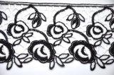 Merletto chimico del ricamo del fiore del filato del latte di modo per l'indumento