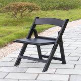 Schwarzer Garten-Plastikfalte-Stuhl