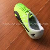 Chaussures du football avec des clous pour les hommes