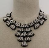 De met de hand gemaakte Geparelde Halsband van de Kraag van de Nauwsluitende halsketting van het Kostuum van het Kristal (JE0037)