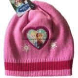 OEMの農産物によってカスタマイズされる漫画のピンクのアップリケのニットのアクリルの子供の帽子の帽子