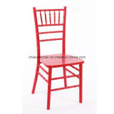 赤い木のChiavariの舞踏室の椅子