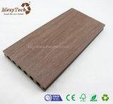 Heiße Verkäufe geben Pflegepreiswerten WPC zusammengesetzten Decking für Fußboden frei