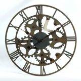 L'arte del fiore decora l'orologio di parete del metallo