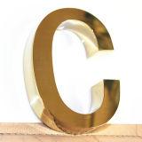 Fabriziertes Spiegel-goldenes Ende-Titan bezeichnet Zeichen mit Buchstaben