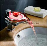 Messing chromierter LED-Badezimmer-Bassin-Hahn