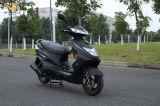 最高速度の125ccスクーターのオートバイ