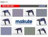 O profissional de Makute utiliza ferramentas a máquina da broca elétrica (ID005)