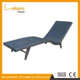 Lo svago della mobilia tessuto rattan esterno europeo del raggruppamento del giardino presiede la presidenza di piattaforma della spiaggia di Sunbed del salotto