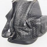方法は製造者の女性方法によって編まれるPUのバックパックを袋に入れる
