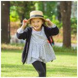봄 가을을%s 옷 소녀 카디건이 모직에 의하여 농담을 한다