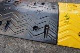 黄色および黒の頑丈な耐久のゴム製速度のこぶ