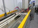 생산 라인이 플라스틱 PVC 전기 케이블 보호 덮개에 의하여 윤곽을 그린다