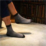 Die Annahme des Diamant-Typen Latticestitching stellt eine eindeutige dreidimensionale Effekt-Socke her