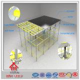 Andamios usados de Quicklock para el concreto que apoya la viga de I para las ventas