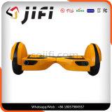 Hoverboard sec, individu équilibrant le mini scooter, planche à roulettes de Hoverboard