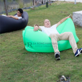 浜旅行のための膨脹可能なベッドの空気スリープの状態である不精な袋を詰めるドローストリング袋