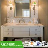 Vanidad derecha del cuarto de baño del suelo con el espejo