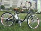 Bicicleta elétrica da estrada do cruzador clássico da praia com a bateria elétrica da bicicleta