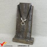 木のハンドメイドの宝石類の表示