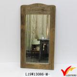 Espelho de madeira da parede da exploração agrícola francesa com suporte de vela