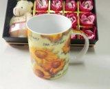 Arancio di ceramica promozionale all'interno della tazza di caffè nero di due toni