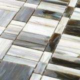 建築材料のタイルの台所Backsplashのステンドグラスはモザイクを継ぎ合わせる