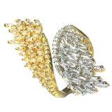 3A 백색 CZ/Gold 도금 (R10664)를 가진 디자인 각 날개 순은 반지