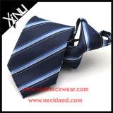 Совершенным галстук застежки -молнии человека узла сплетенный полиэфиром