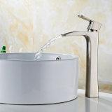 デッキによって取付けられる単一のレバーの容器のコックの浴室の蛇口